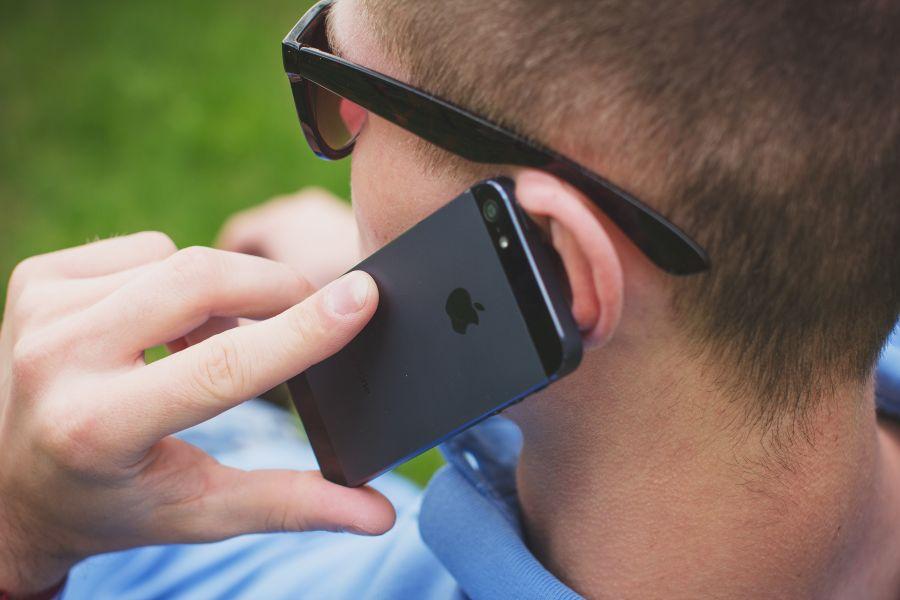 Warto wiedzieć, co grozi za nagrywanie rozmów na telefonie.